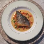 Daurade Royale grillée petits légumes frais sauce crémeuse et Piment d'Espelette