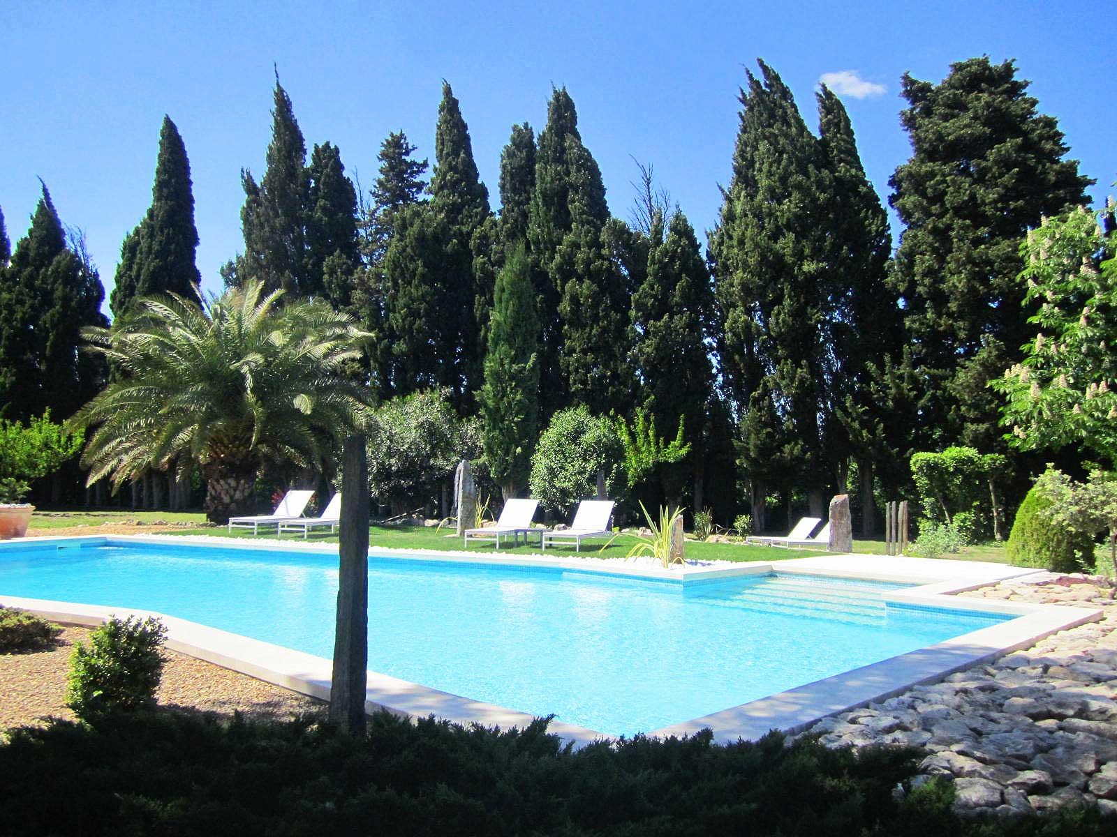 le clos des cypres alpilles graveson piscine oliviers